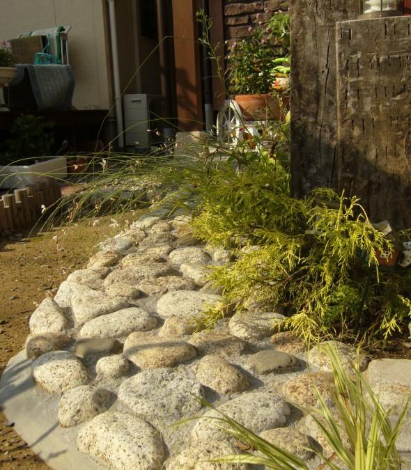 枕木とインターロッキングでアプローチ/福井市K様邸