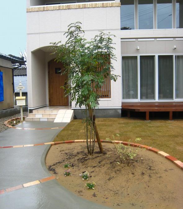 シャルルポールでお出迎えフロントガーデン/福井市N様邸