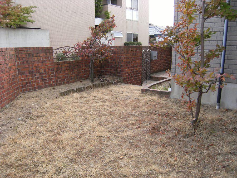 ウリン材で造るプライベートデッキガーデン/福井市K様邸