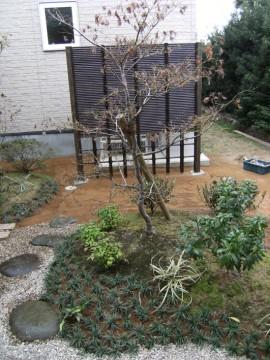 四つ目と御簾のミックス竹垣で室外機を目隠し/福井市K様邸