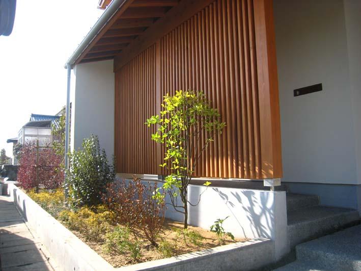 家が引き立つカラーリーフガーデン/福井市K様邸