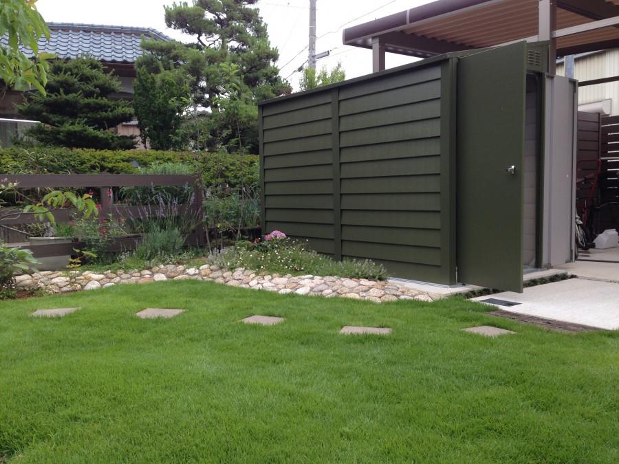 石積み風花壇と芝庭/H様邸