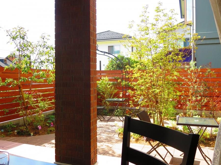 木漏れ日のテラスのある喫茶店/松岡レトロ様