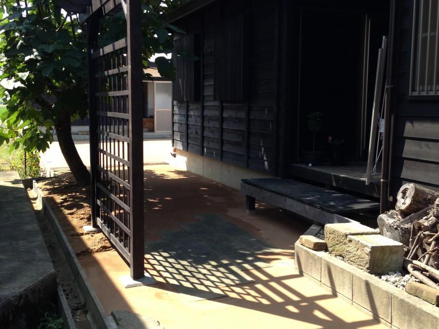 雑草予防のある園路/福井市M様邸