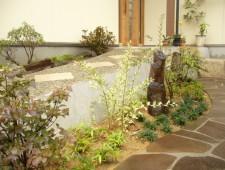 アプローチを彩る和の植栽/福井市N様邸