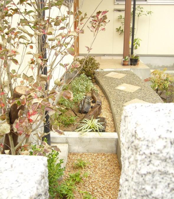 白御影石の門柱でお出迎え/福井市N様邸