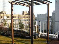 エバーアートウッド材と人工竹でつくったパーゴラ/福井市K様邸