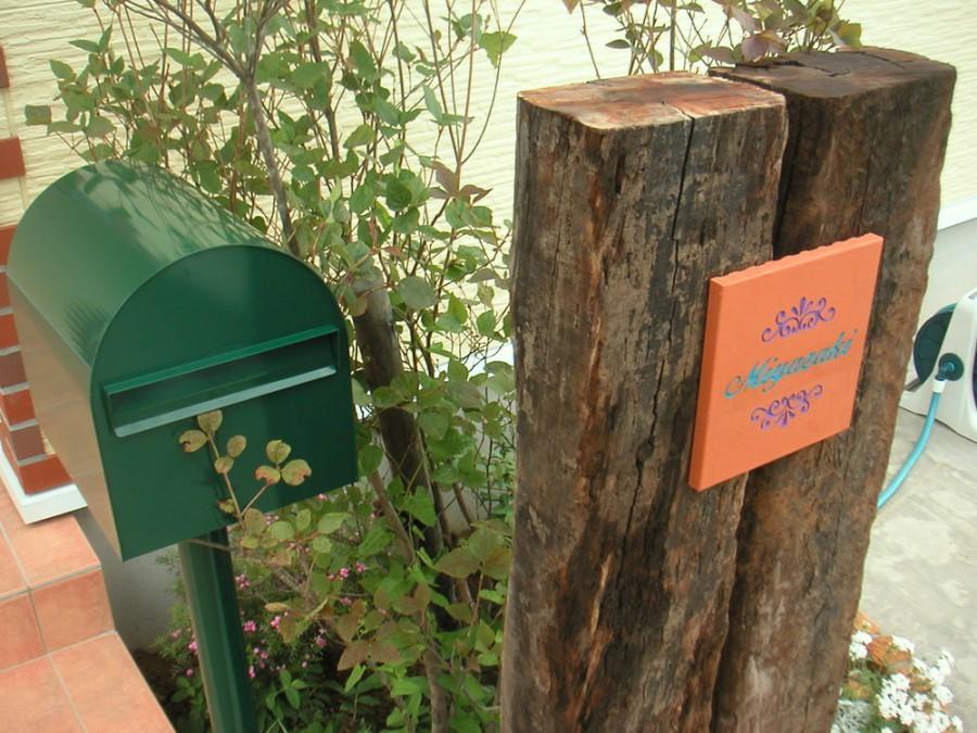 緑のポストがアクセントフロントガーデン/福井市M様邸