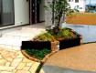 石貼りアプローチと枕木花壇でお出迎え/坂井市H様邸