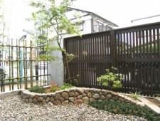伊勢ごろた石積みとモミジの和風ガーデン/福井市N様邸