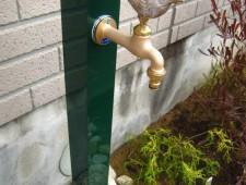 ダークグリーンのスリム立水栓/福井市K様邸