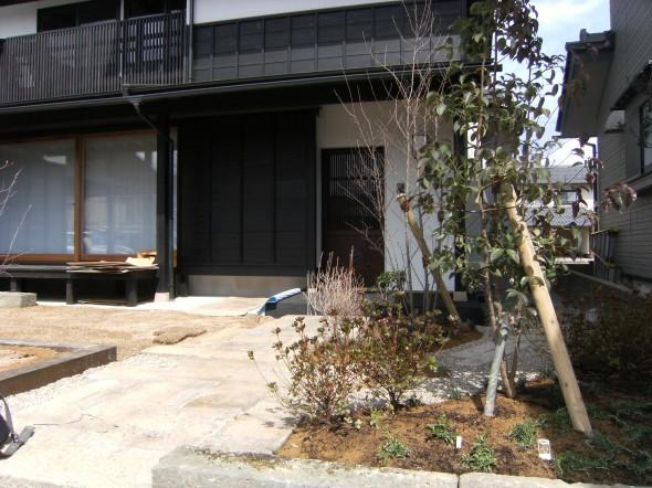 純和風の家のフロントガーデン/福井市I様邸