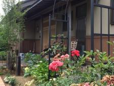 ローズアーチのあるフロントガーデン/K様邸