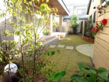 サークルテラスのあるヨーロッパ調の中庭/I様邸