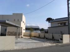 塗り壁と石貼りで統一感のあるヨーロピアン外構/鯖江市K様邸