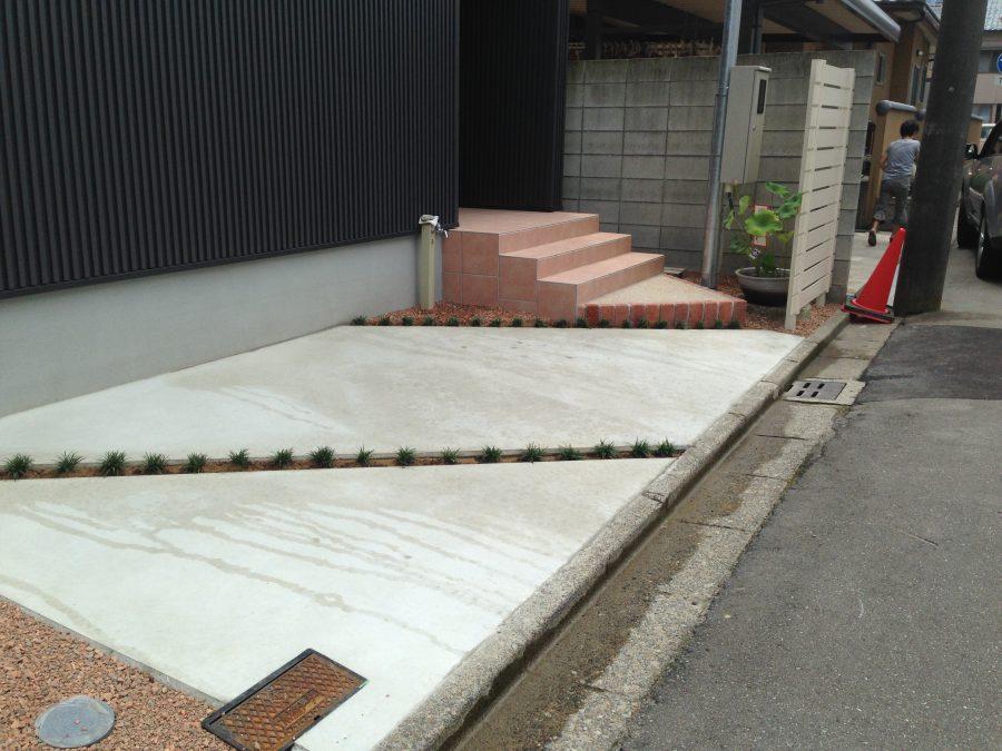 シンプル駐車スペース/福井市J様邸