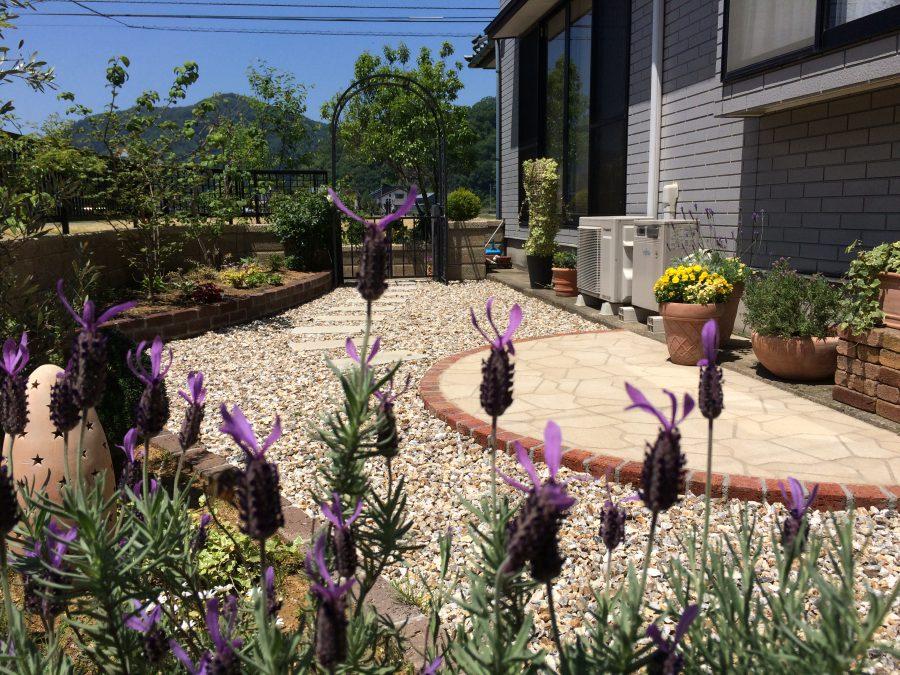 バラに囲まれるプライベートガーデン 鯖江市K様邸